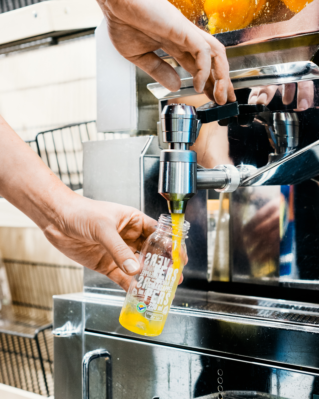 Customers pick their oranges, drop them into the large-capacity storage basket and the machine peels and squeezes the juice into take-away bottles to be paid at the cash register.