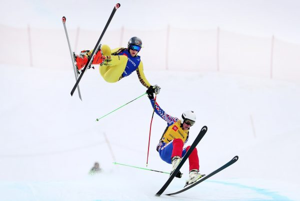 Two cross-skiers crash in the World Championship. Like fallen athletes, scale-up founders need to learn how to grow from failure
